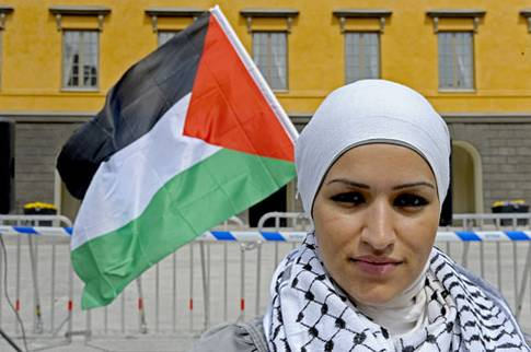 That's not the flag of Sweden behind Saama Sarsour