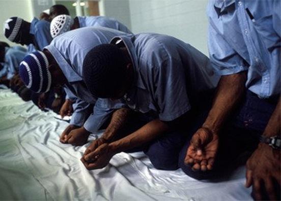 muslims-praying_thumb