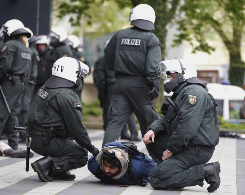 german-police-arrest-30-salafists-after-clashes