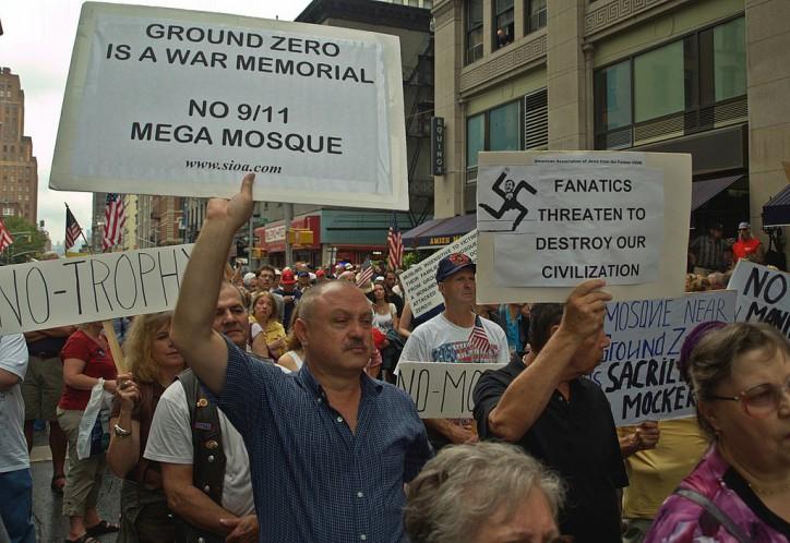 1024px-Ground_Zero_Mosque_Protesters_8