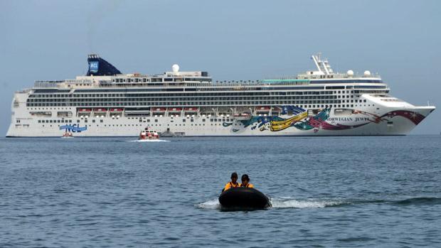 141107-cruise-ship_0-1