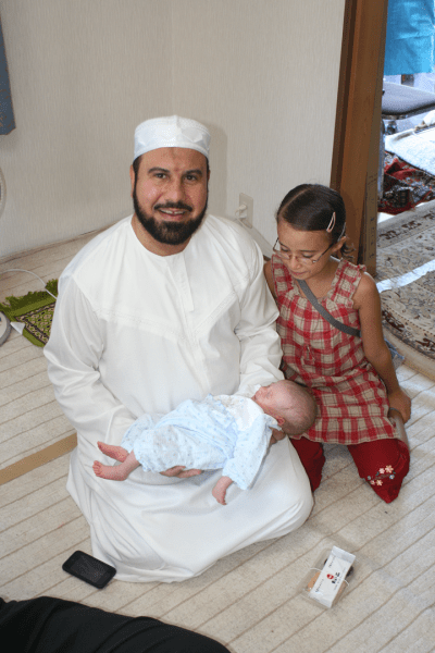 Imam Mohsen Bayoumy with wife and daughter?