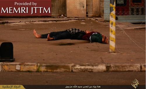 Los dos hombres muertos en el suelo
