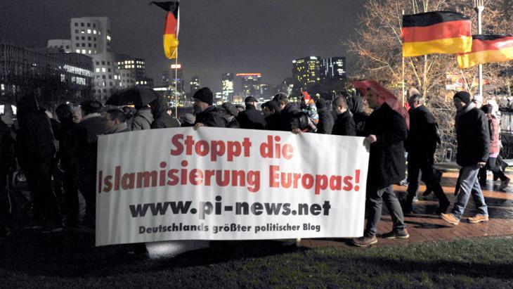 pegida-marcha-en-dusseldorf_picture-alianza-dpa-caroline-Seidel