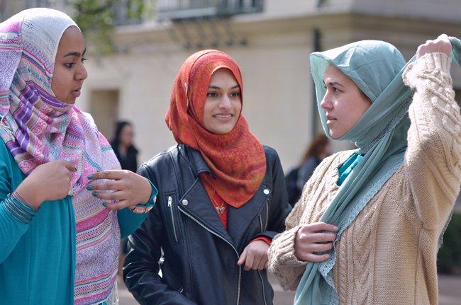 2015-02-03_Hijab_day_Talk_Carlo.Nasisse30144