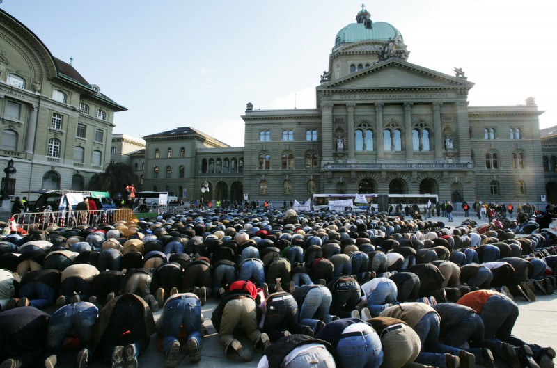 SWITZERLAND: BERN PARLIAMENT