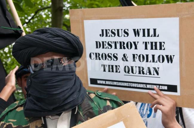 1284267688-muslims-burn-us-flag-at-london-embassy_436968