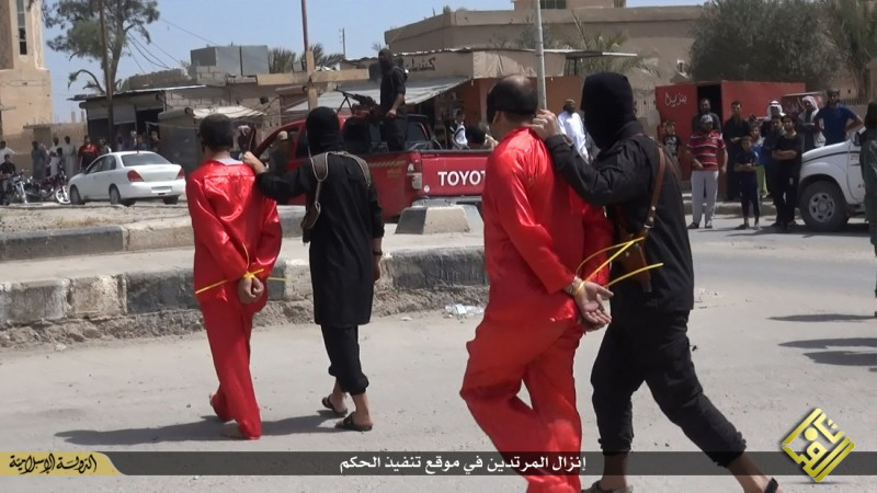 isis-executes-iraqi-spies-with-handguns-crucifies-them-graphic-photos-13921
