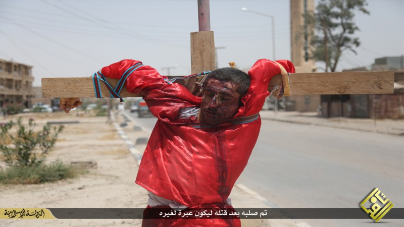 isis-executes-iraqi-spies-with-handguns-crucifies-them-graphic-photos-14113