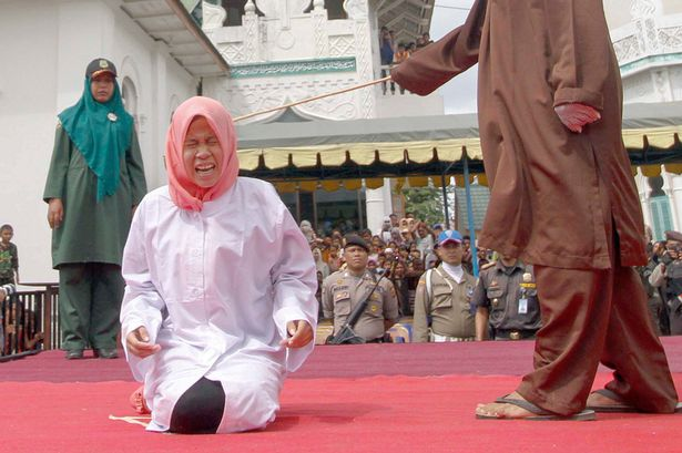 Indonesian-Sharia-police-whips-a-woman