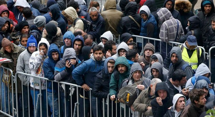 refugee-queue-germany