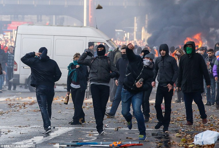 Muslim migrants clash with police in Brussels, Belgium