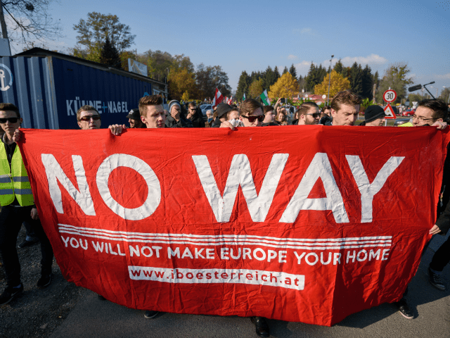 POLL: Majority of Austrians Fear Migrant Crisis, Support Strong Anti-Migrant Action
