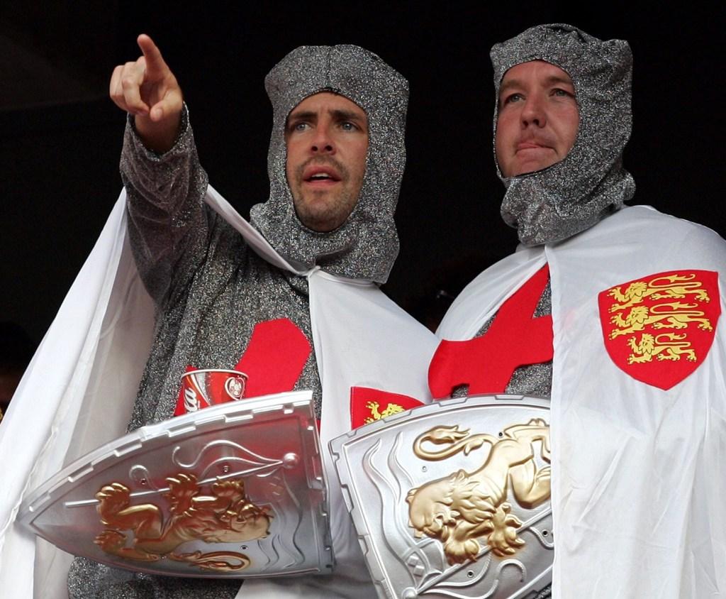 England-fans-3_2910703a