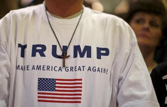 Los partidarios del candidato presidencial republicano de Estados Unidos, Donald Trump asistir a un evento de campaña en Waterloo
