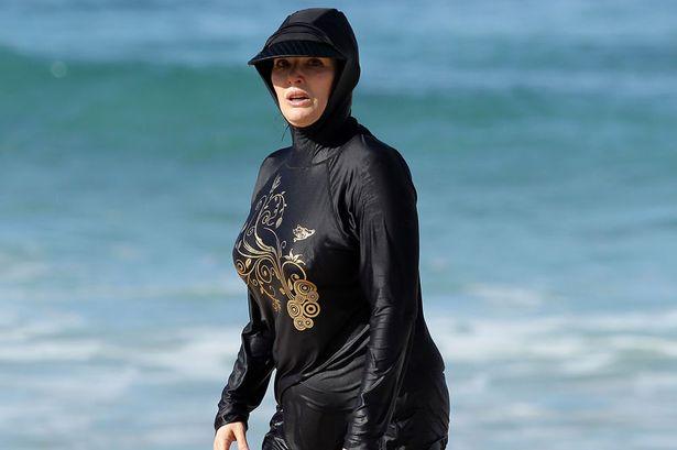 £££ -Nigella-Lawson-en-Full-Body-traje de baño