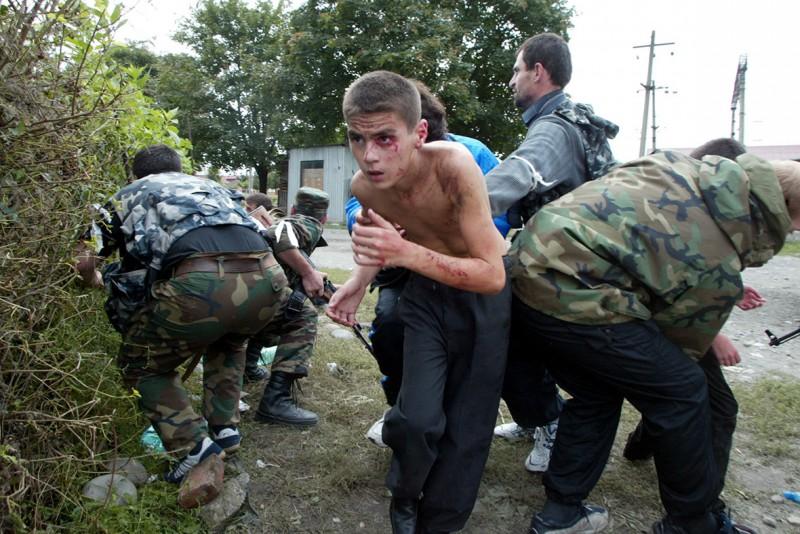 beslan-school-hostage-crisis-masscare-2004-2-e1410213516336