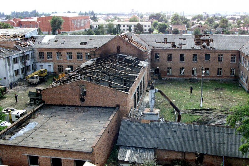 besln-escuela-rehenes-crisis-masscare-2004-e1410213479421