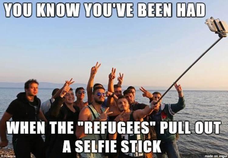 refugees-selfie-stick