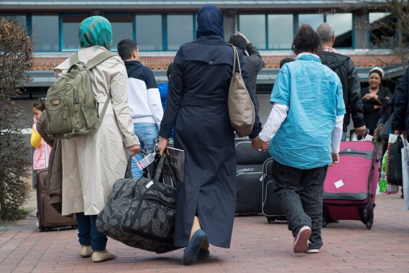 16 Syrian refugees arrive in Germany under EU-Turkey agreement