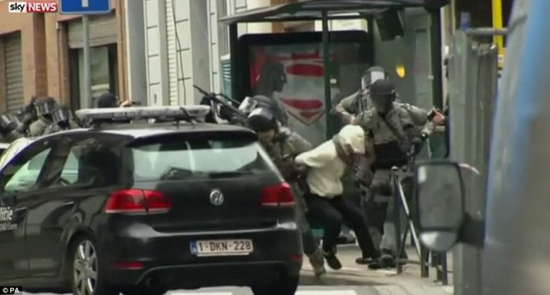 3258005b00000578-3505730-raid_salah_abdeslam_26_is_accused_of_manufacturing_the_bombs_for-a-27_1458747825915