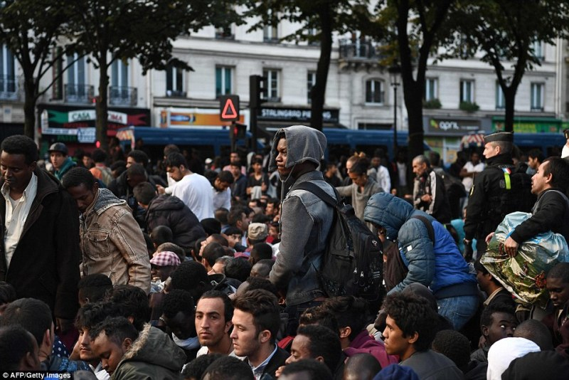 386d1b3400000578-3792317-migrants_mainly_from_sudan_eritrea_and_afghanistan_who_were_slee-a-2_1474016828459