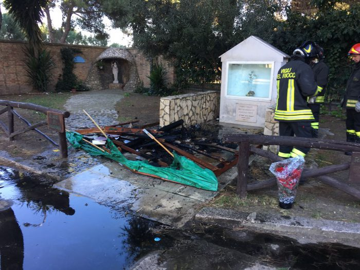 argelinos - Refugiados tunecinos incendian una iglesia en Lampedusa - Página 3 2017-01-02-PHOTO-00003312-e1498063216129