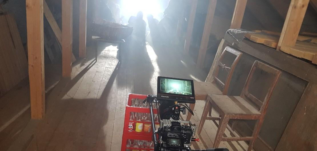 En sk. cam-slide riktad mot scenen