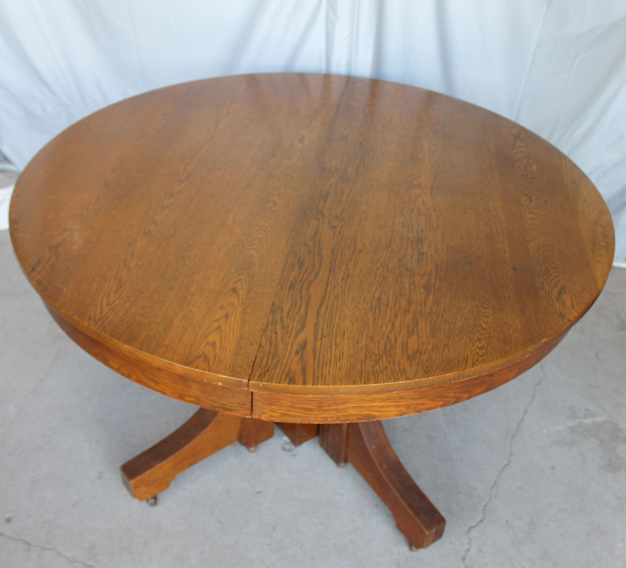 Round Dining Room Tables 8