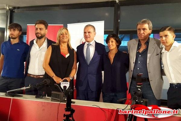 L'équipe del Progetto Giovani al completo. Al centro il presidente Giancaspro