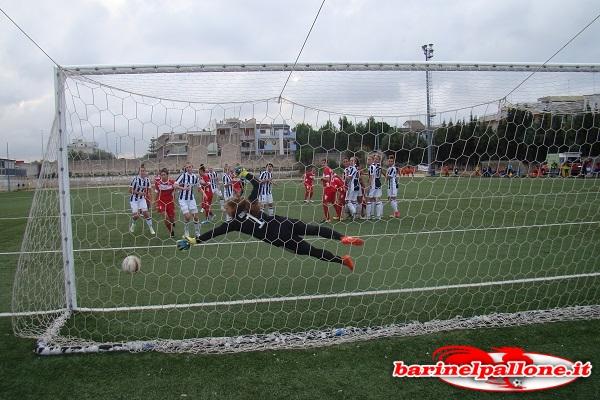 Il gol su punizione di Jenny Piro che ha illuso le baresi di poter vincere