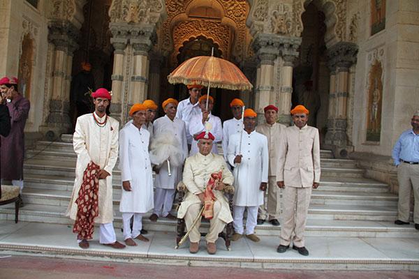 Günümüzde Hindistan'daki bazı törenlerde de şemsiye statü göstergesi olarak kullanılmaktadır.