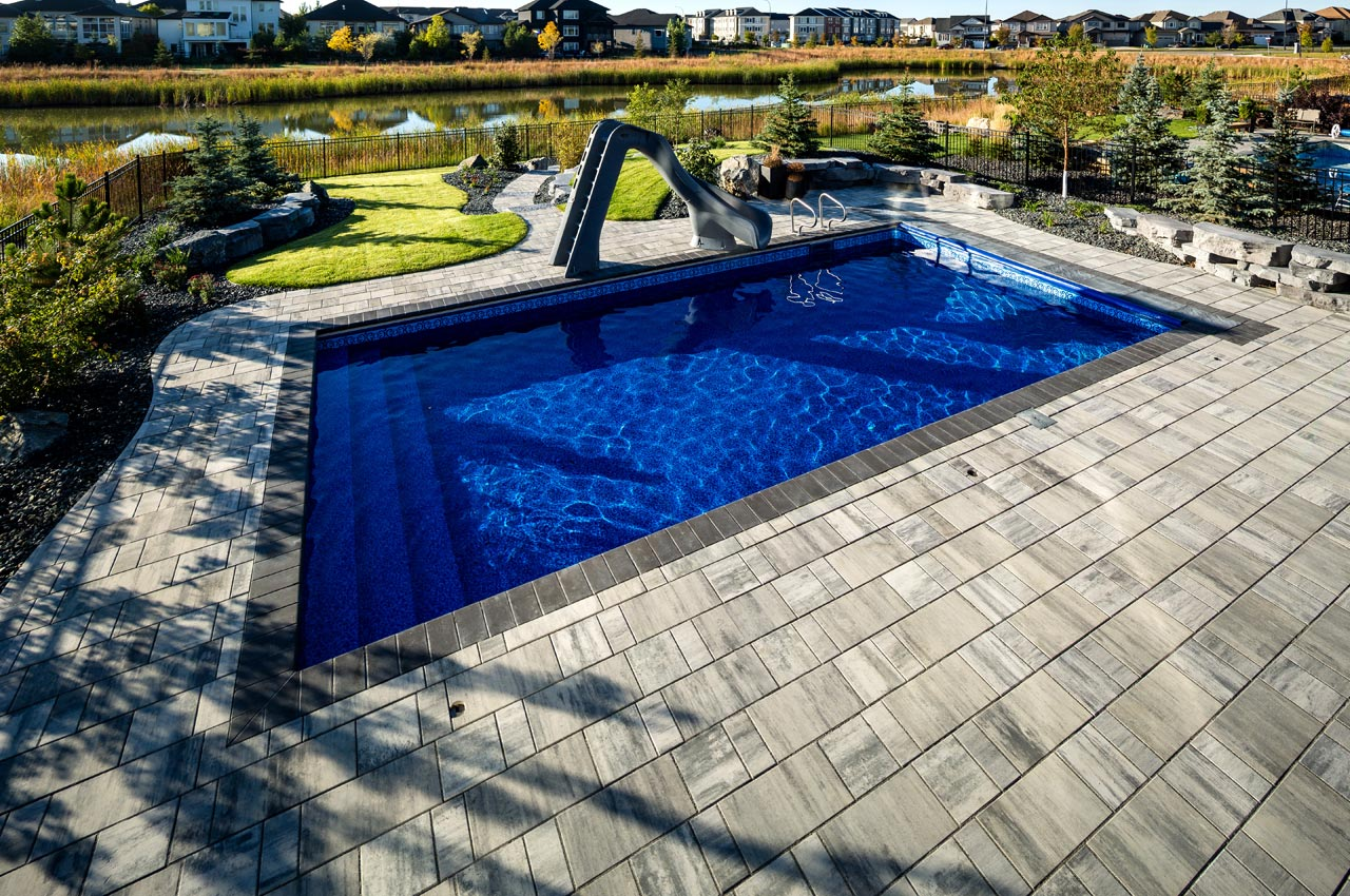 Broadway 65mm around an above ground pool