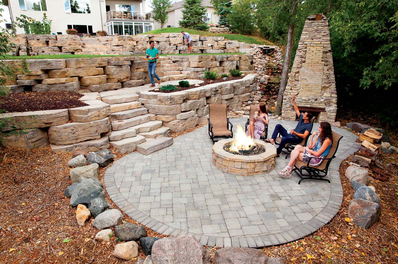 Rosetta Outcropping Wall with Roman Patio and Belvedere Firepit