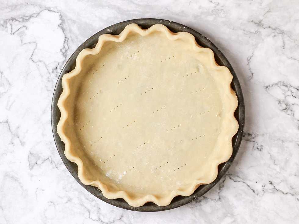 flaky pie crust before baking