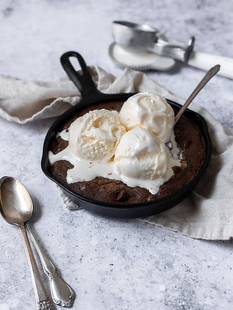 skillet of brownies with ice cream on top