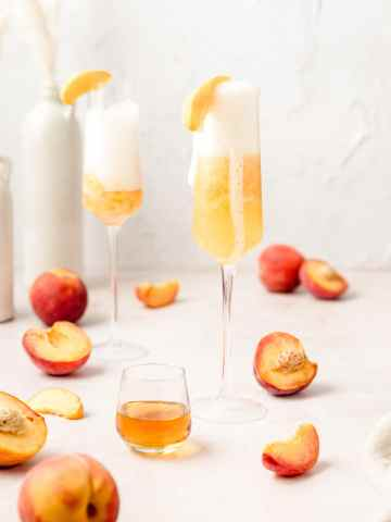 peach Bellini's with sliced peaches