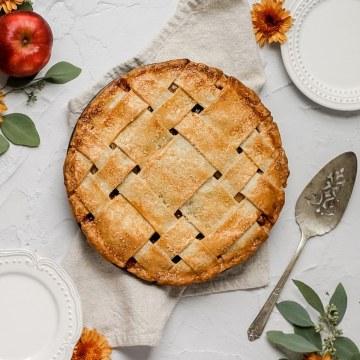 close up shot of apple pie