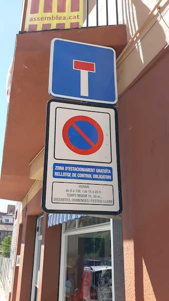 Placa de zona de estacionamiento controlada obligatoria
