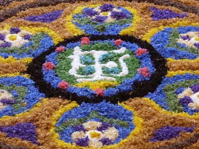 El centro de la alfombra floral