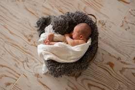 Kelowna-Newborn-Photographers-Barnett-Photography-1-4