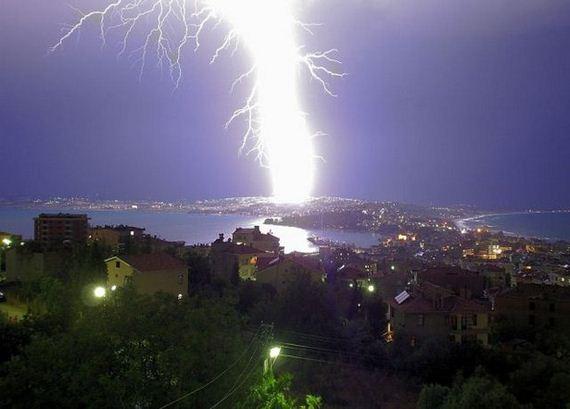 Amazing Photoss Of Lightning Strikes That Will Run Shiver