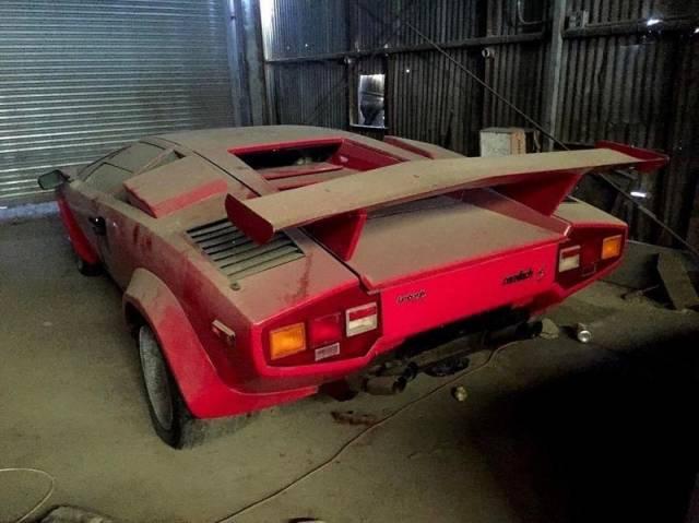 Abandoned Legendary Cars Barnorama