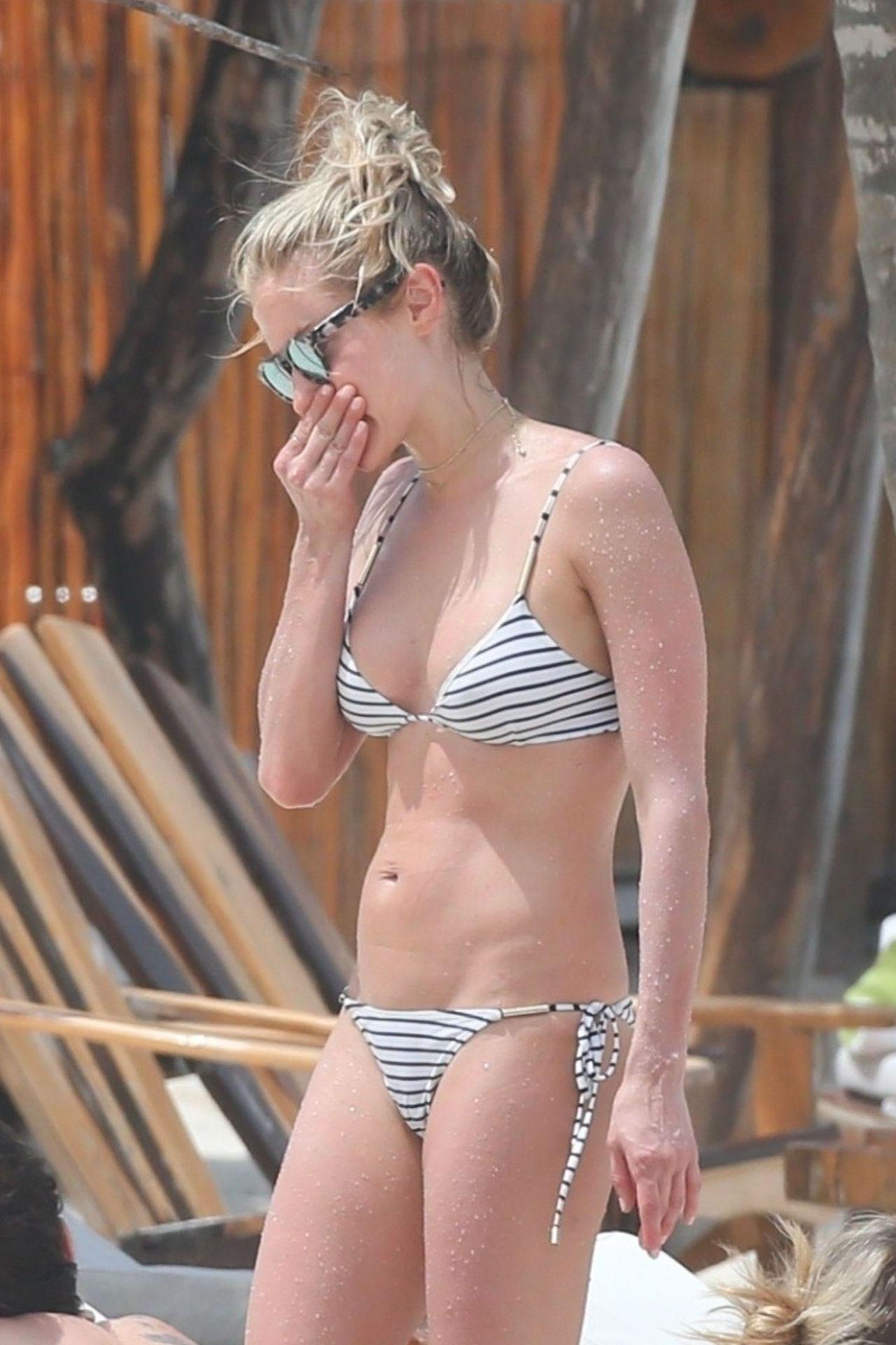 Kristin Cavallari S Striped Bikini Photos Barnorama