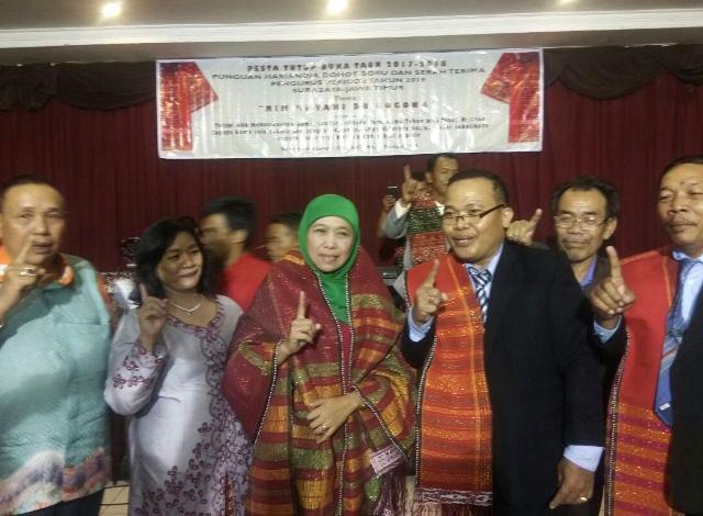 CAGUB JATIM NOMOR 1: Komunitas batak di Jatim mendukung dan siap memenangkan  Khofifah Indar Parawansa di Pilgub Jatim 2018. | Foto: Barometerjatim.com/ROY HASIBUAN