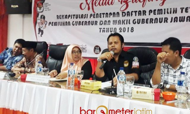 PENETAPAN DPT PILGUB JATIM: Rekapitulasi Penetapan DPT Pilgub Jatim 2018 di Kantor KPU Jatim, Jumat (20/4). | Foto: Barometerjatim.com/ABDILLAH HR