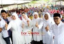 27 JUNI, COBLOSAN NOMOR 1: Khofifah didampingi Arumi Bachsin silaturahim dengan guru PAUD dan TK Muslimat NU se-Kabupaten Blitar, Rabu (20/6). | Foto: Barometerjatim.com/ROY HASIBUAN