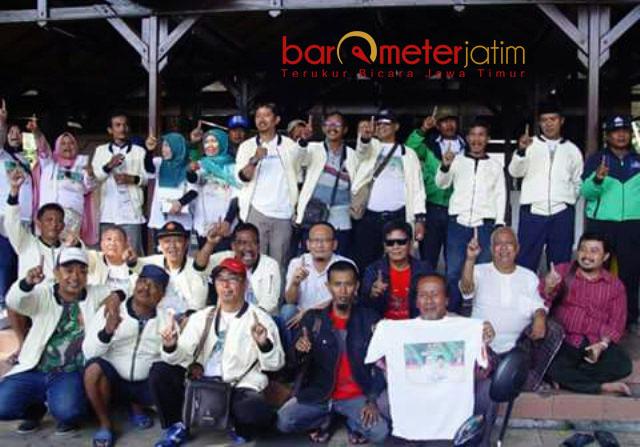 'BANTING TULANG': Relawan Khofifah-Emil Dardak di Gresik gencar menggalang dukungan jelang coblosan Pilgub Jatim, 27 Juni.   Foto: Barometerjatim.com/DIDIK HENDRIYONO