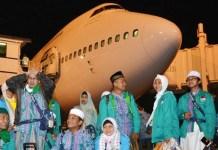TIBA DI JUANDA: Kedatangan jamaah haji debakarsi Surabaya di Bandara Internasional Juanda Surabaya di Sidoarjo. | Foto: IST