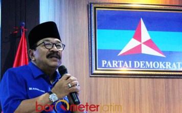 LOYAL DENGAN DEMOKRAT: Pakde Karwo tetap bersama Demokrat, tidak akan pindah ke Nasdem meski dijanjikan kursi menteri. | Foto: Barometerjatim.com/ROY HASIBUAN